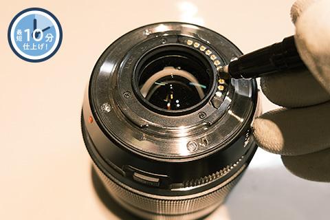 お持ちいただいたカメラ・レンズの電気接点のコーティングを行います